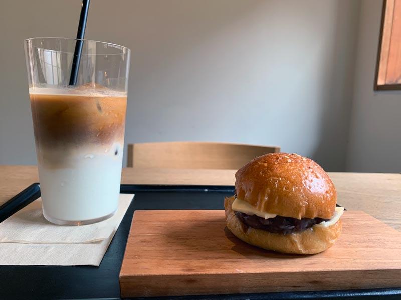 ノットカフェ、アイスコーヒーとあんバターサンド